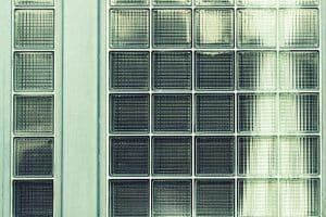 Tuile en verre : Une vraie solution lumineuse pour la toiture ?