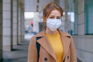 Masque de protection sur une femme